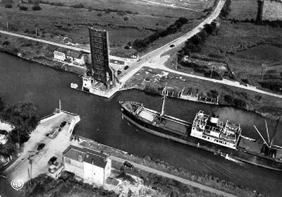 WW2 Britanniques et planeurs crashés à Pegasus Bridge